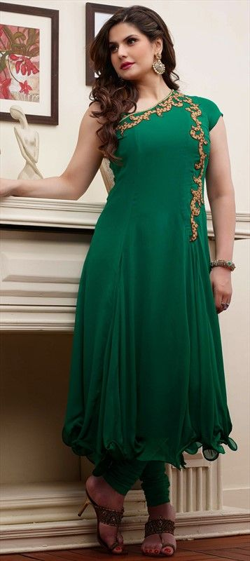 zarine-khan-in-green-cloths