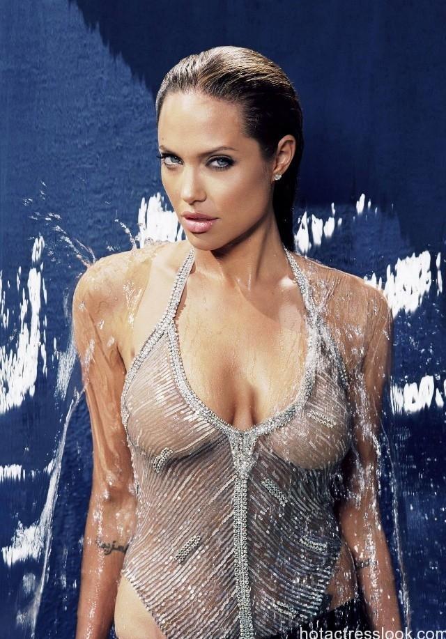 Angelina Jolie bikini images