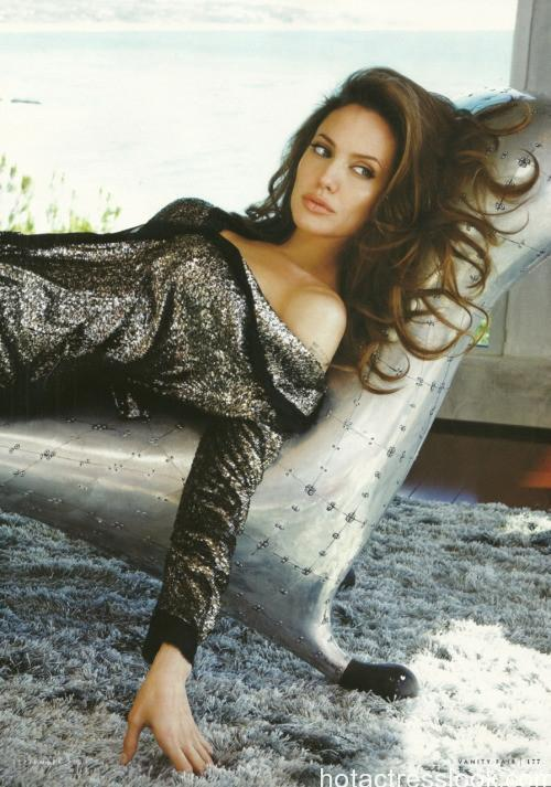 Angelina Jolie hot pic