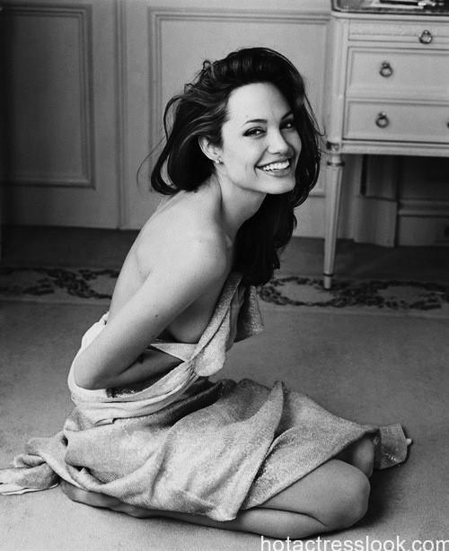 Angelina Jolie hotist