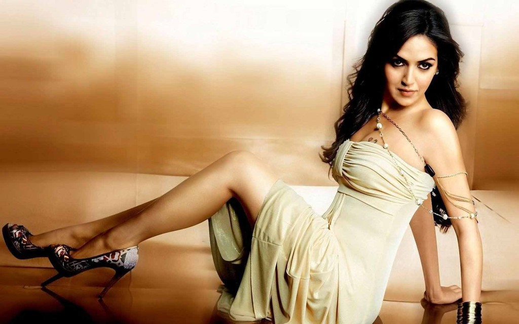 Esha-deol-in-sexy-poses