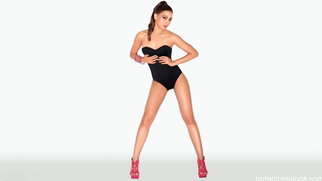 Gauhar-Khan-Sexy-Legs