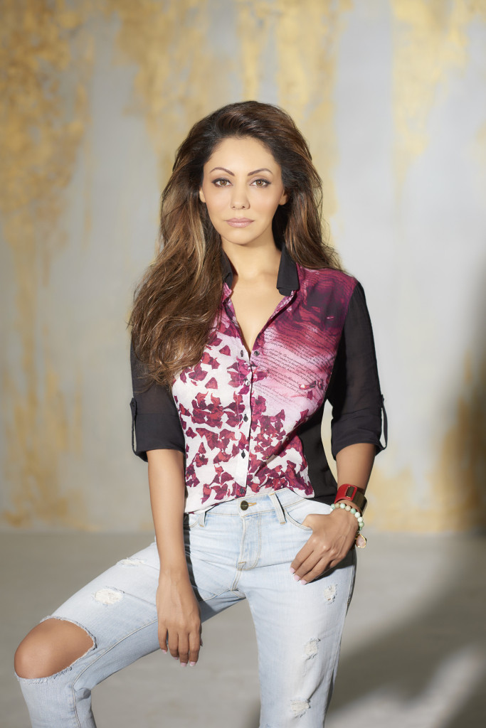 Gauri-Khan-in-A-Scarlet-Affair-Shirt-fromt-he-latest-Satya-Paul-collecti...