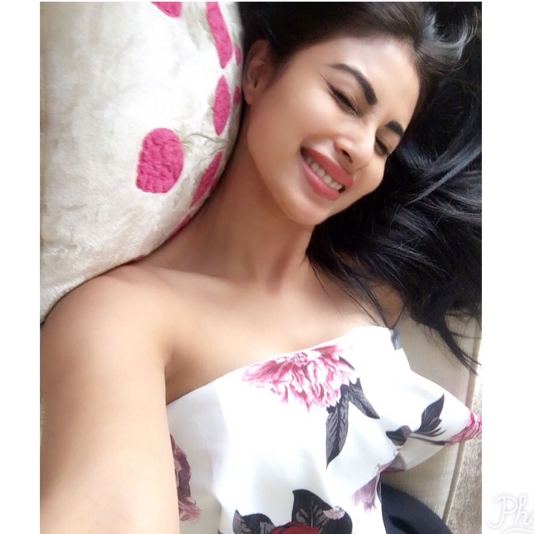 HD Photos of mouni roy