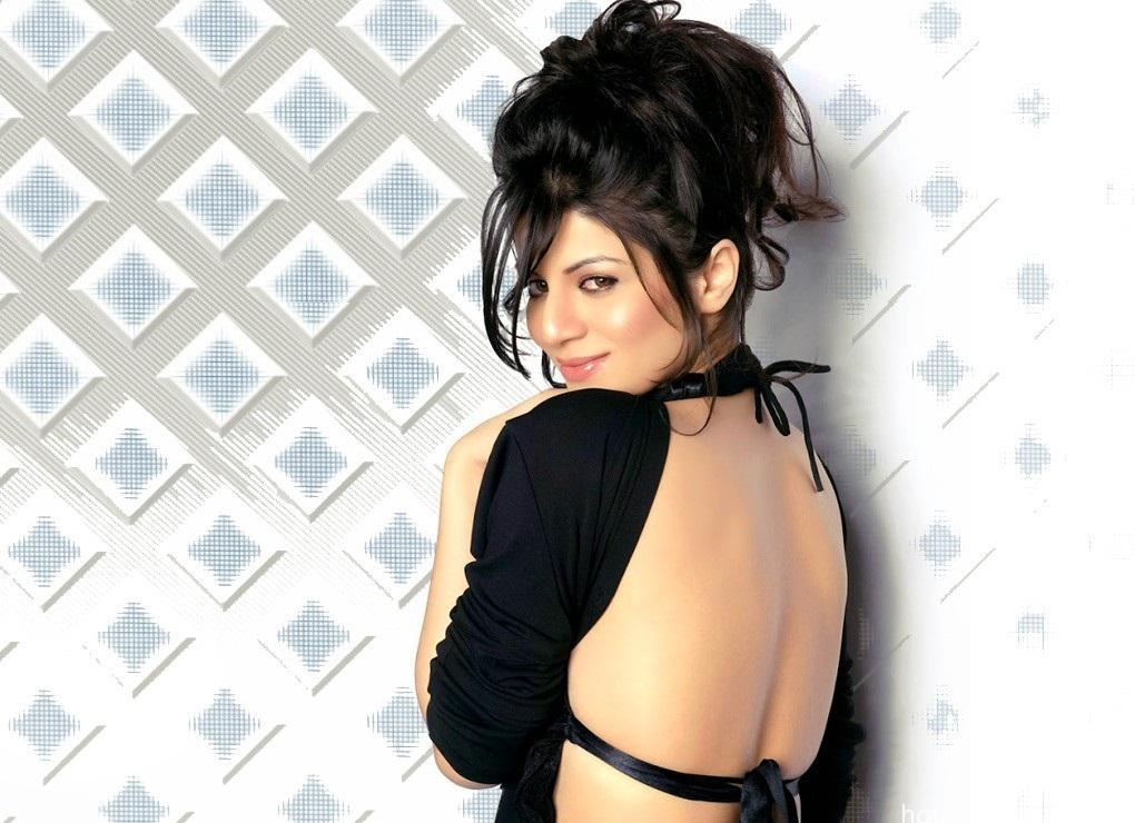 Hot-Kainaat-Arora-sexy Wallpaper