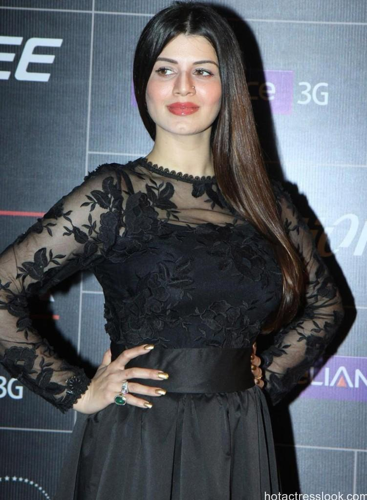Hot Kainaat arora