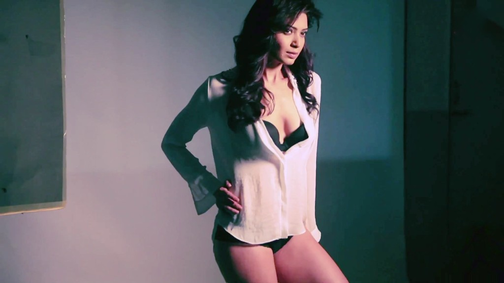 Karishma-Tanna-leaked-hot wallpapers