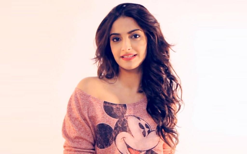 sexy Sonam-Kapoor