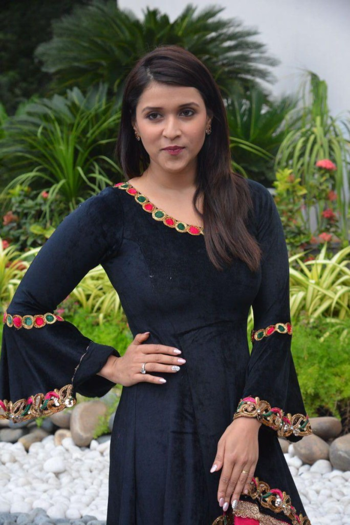 Mannara-Chopra-Beautiful-Stills