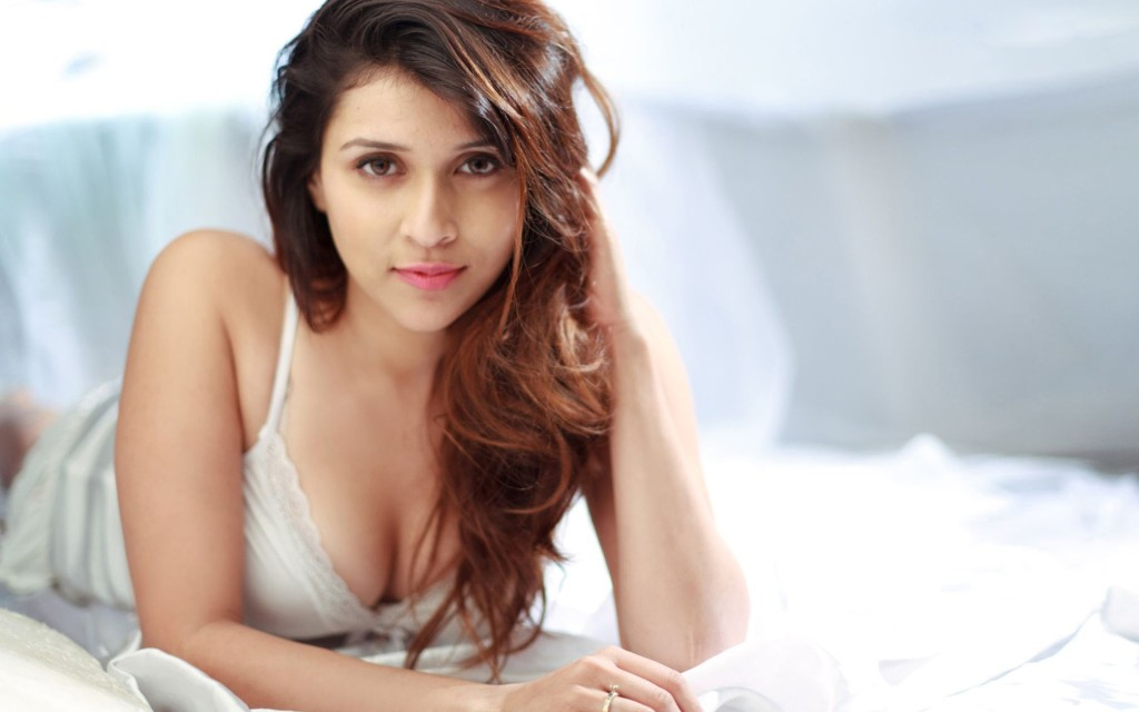 Mannara-Chopra showing sexy body