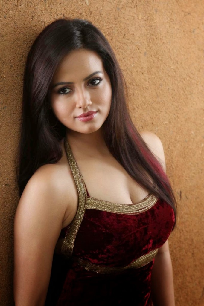 Sana_Khan_Hot_Stills
