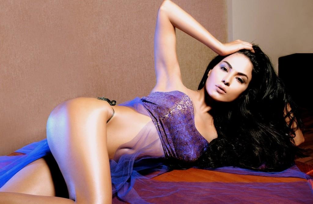 Sexy Look Veena Malik