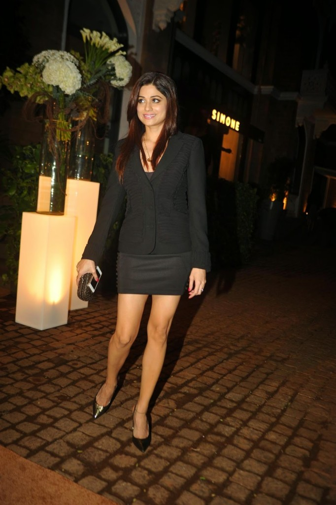 Shamita sexy legs
