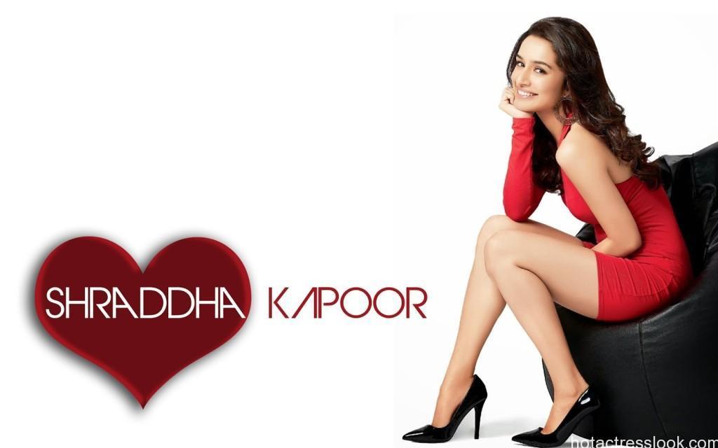 Shraddha-Kapoor-in-red-skirt