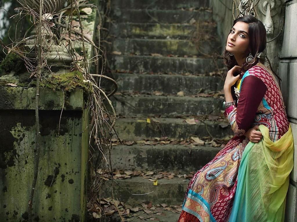 Sonam-Kapoor-hot-looking-HD-image