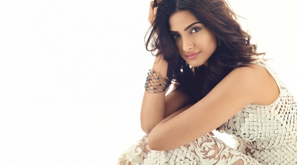 Sonam-kapoor-hot and sexy
