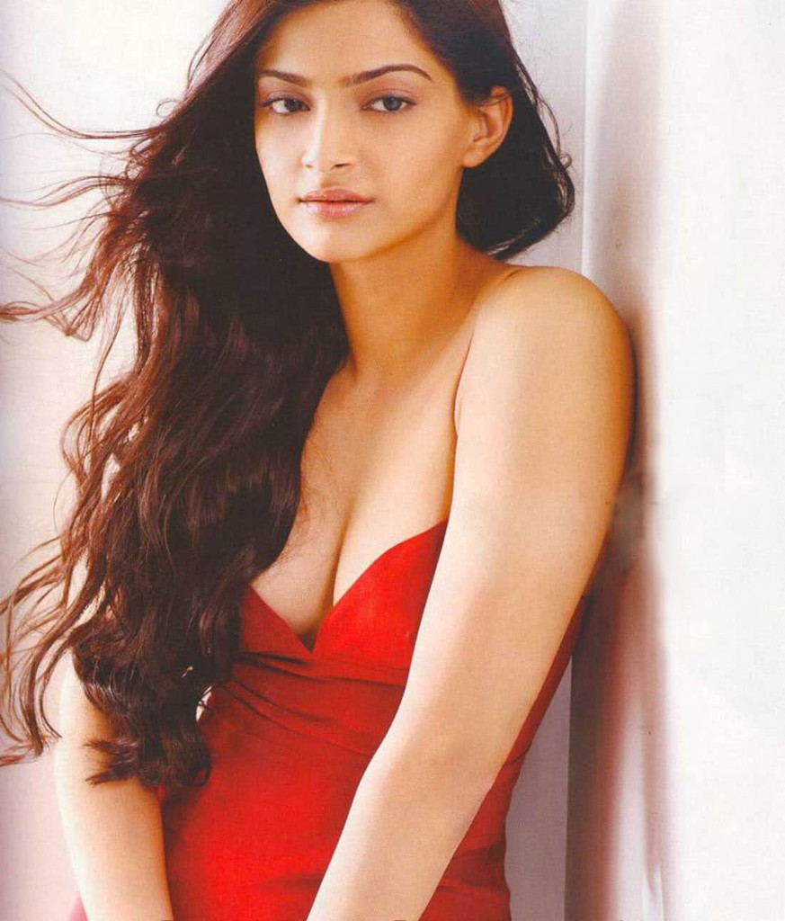 Sonam Kapoor hot in bikini