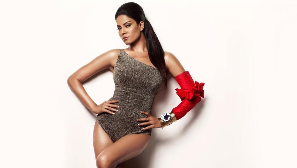 Veena-Malik-hot-legs