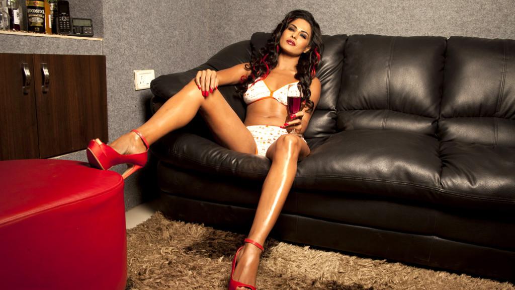 Veena-Malik sexy in lingreie