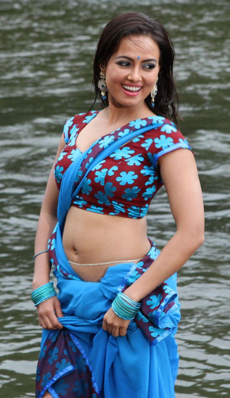 wajah-tum-ho-movie-actress-sana-khan-hot-images