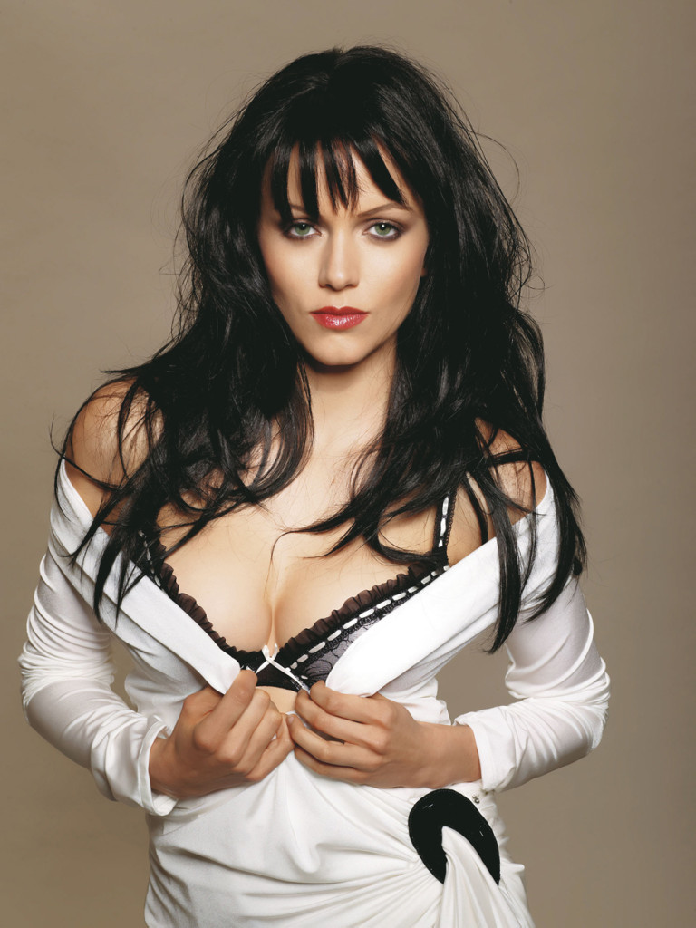 Yana Gupta Hot in bikini