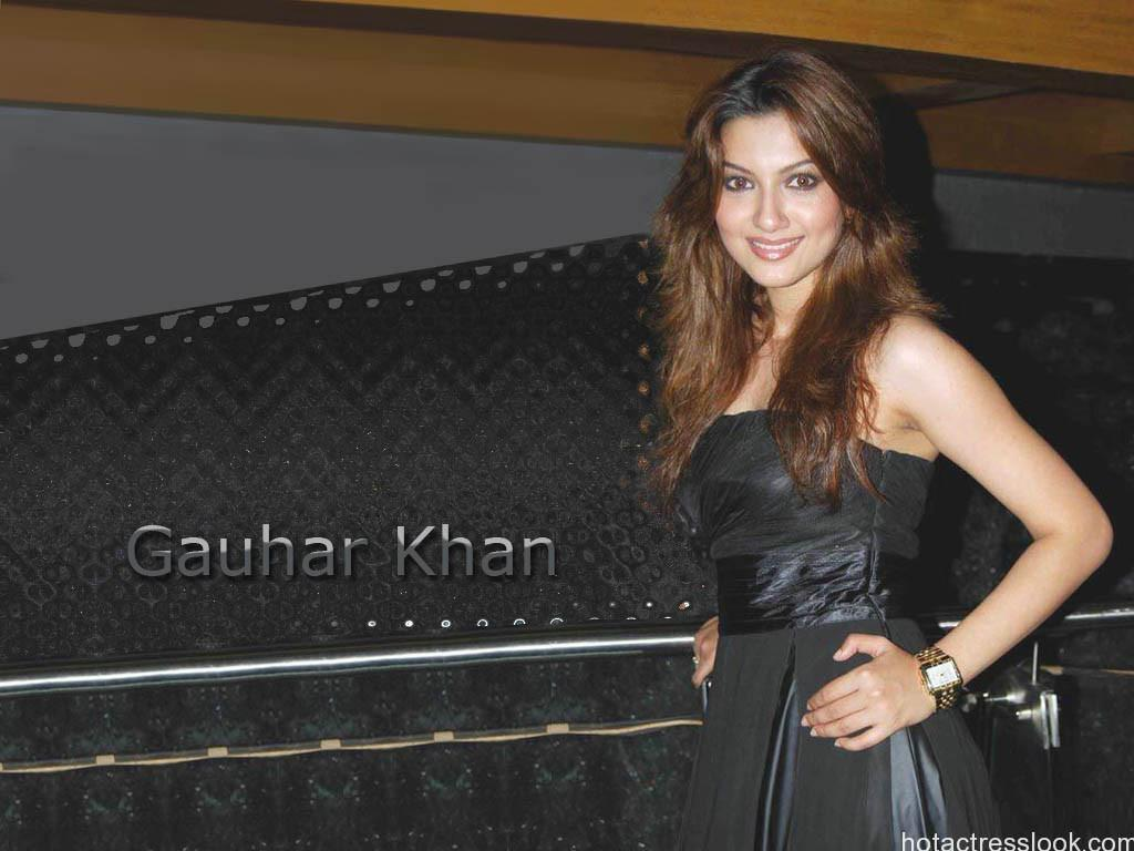 gauhar-khan in hot black