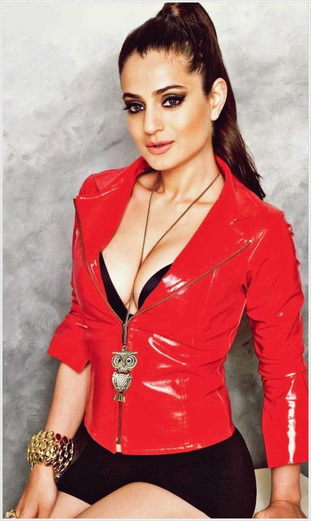 hot-ameesha-patel sexy body
