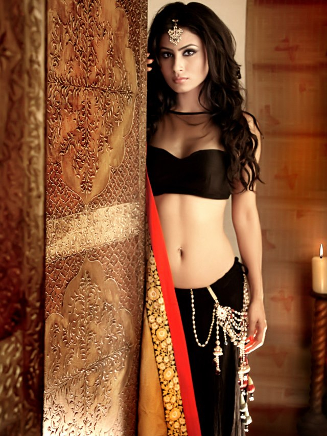 hot-mouni-roy-photo-in-sheer-clothes-8543