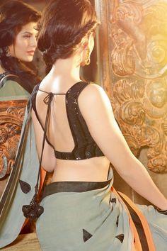 jacqueline-fernandez-backless-saree