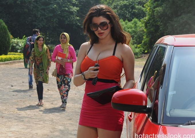kainaat-arora-still-from-grand-masti_1376043372200