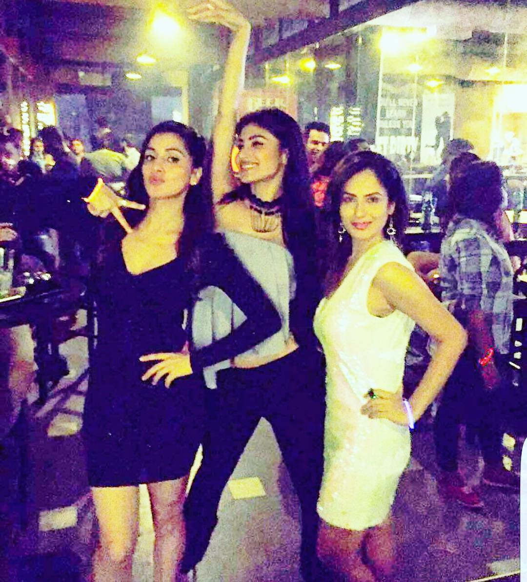 mouni roy enjoy with hot friends