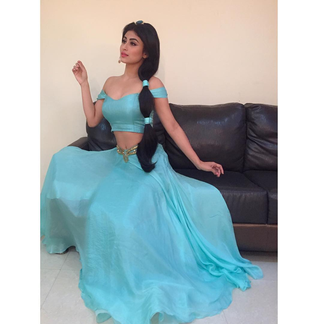 mouni roy hot cute pics