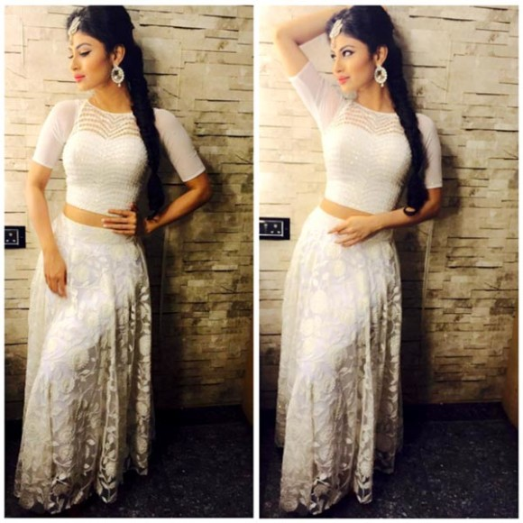 mouni-roy-looks-smoking-hot