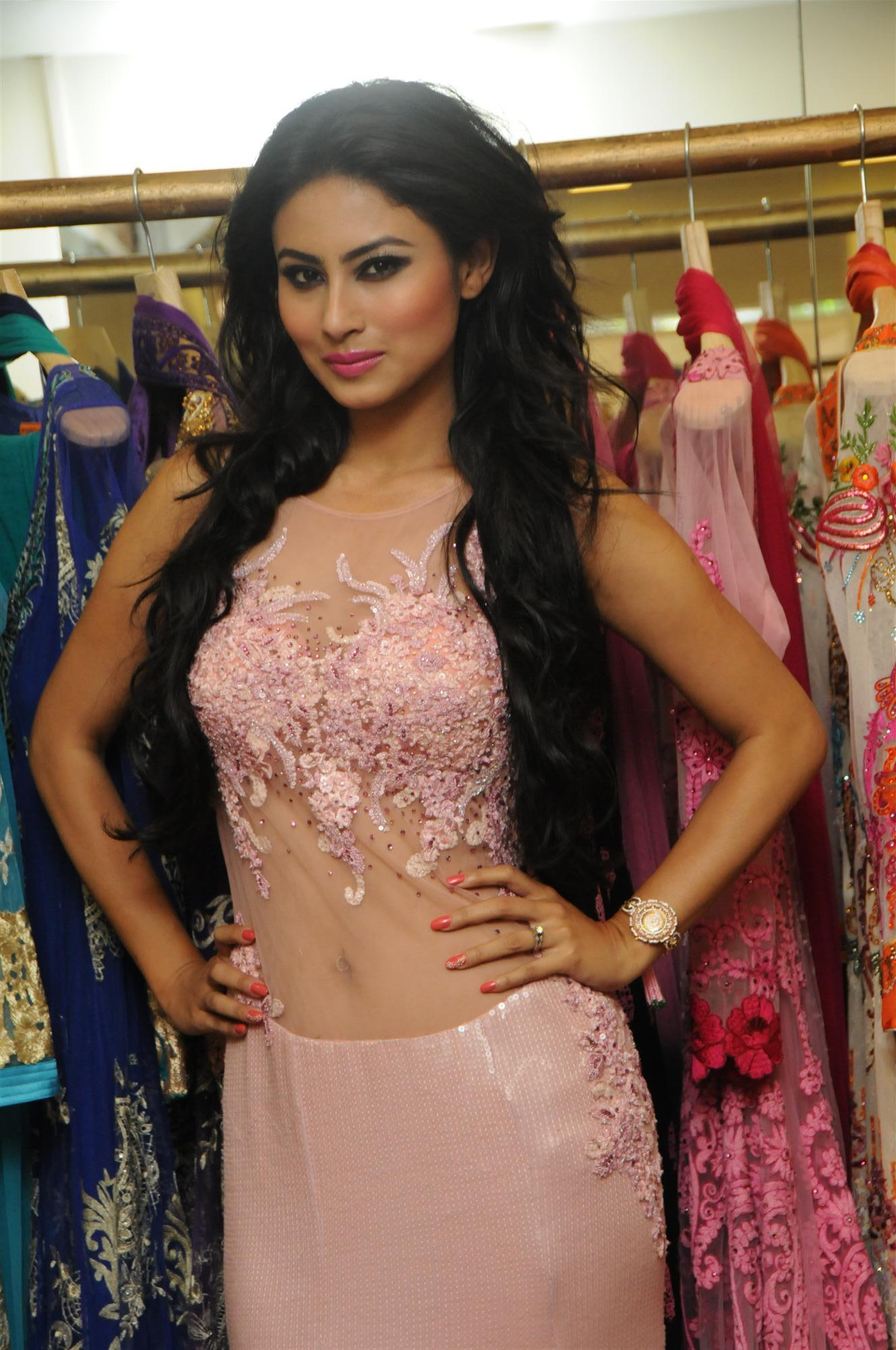 mouni-roy-photo-shoot-for-rohit-vermas-bridal-collection-8576