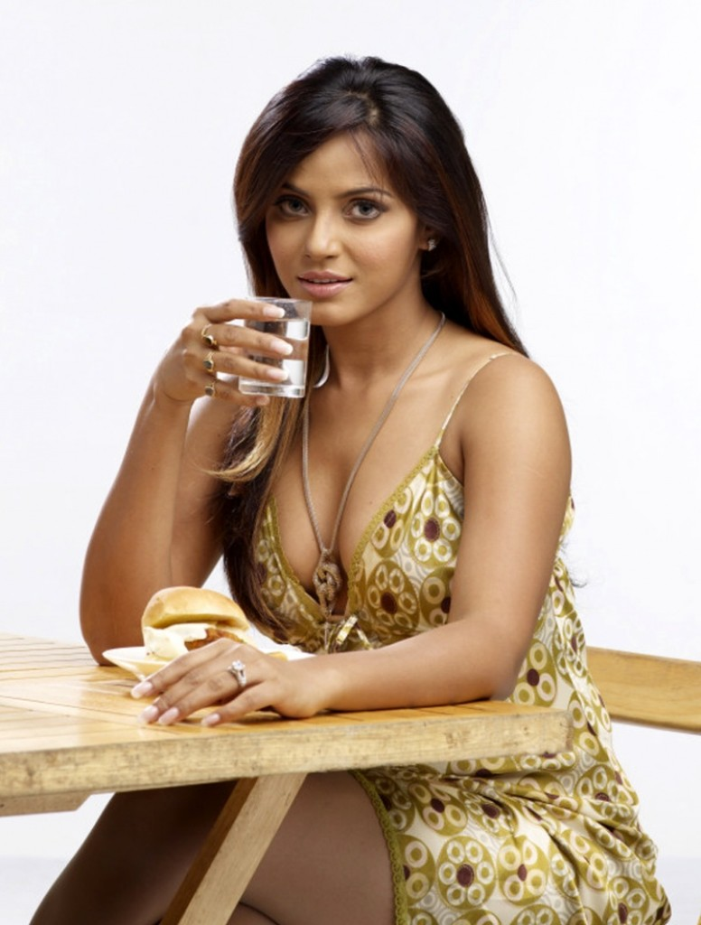 neetu-chandra-latest-hottest photo