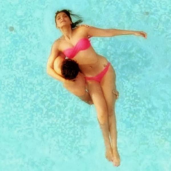 sonam-kapoor-in-pink-bikini