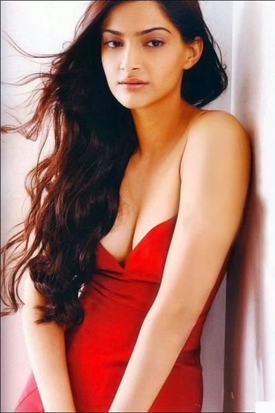 sonam-kapoor-red-hot