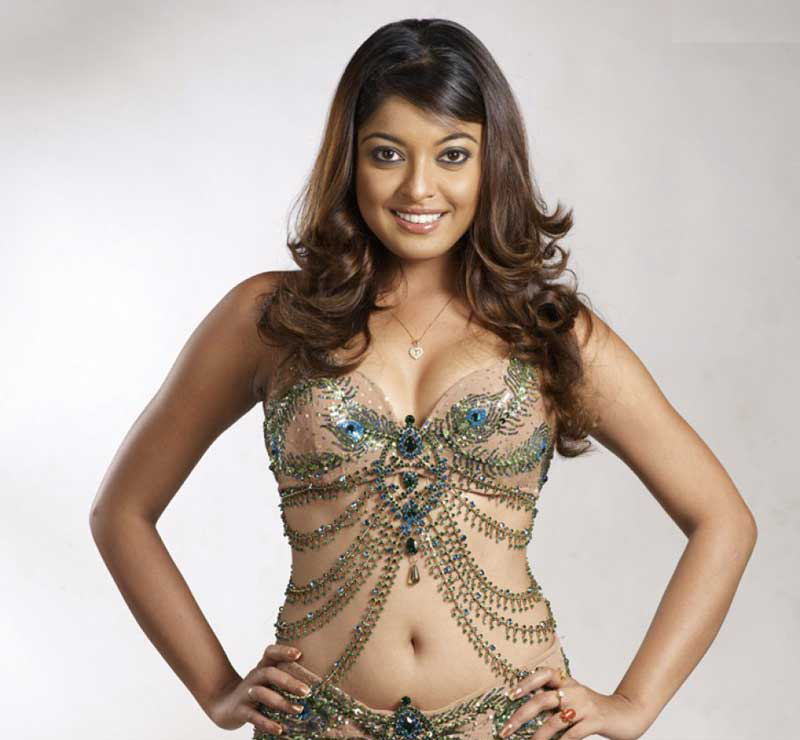 tanushree-dutta looking hot in bikini