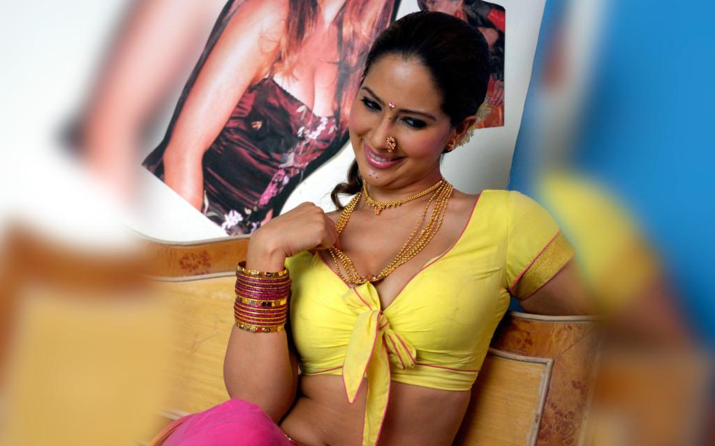 Sexy Kim Sharma