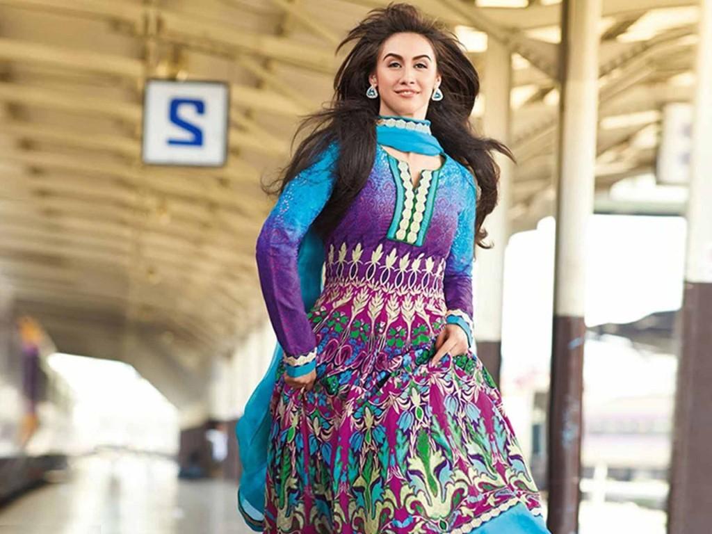 Lauren-Gottlieb sexy pics