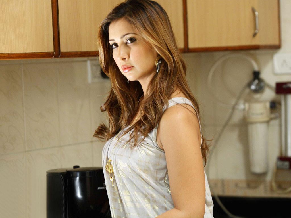 Kim Sharma sexy stills