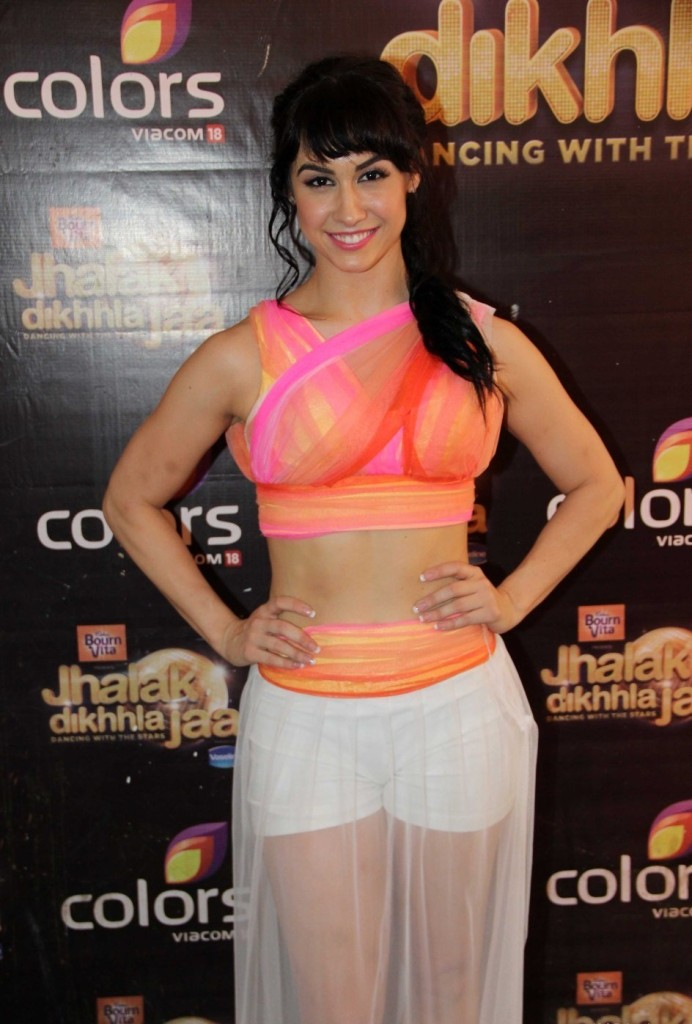 Lauren-Gottlieb-Looking-Nice
