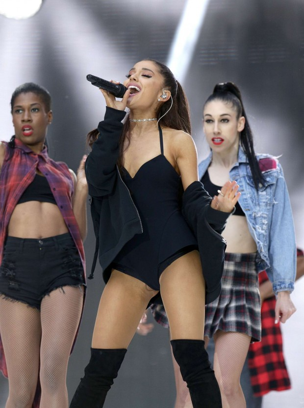 Ariana-Grande--Hot-concert-images