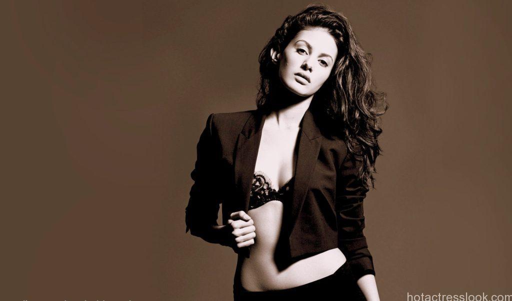 Sapna Pabbi Bikini Images