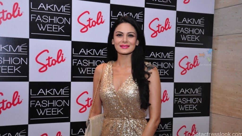 Aanchal Kumar at the Stoli Lounge at Lakme Fashion Week