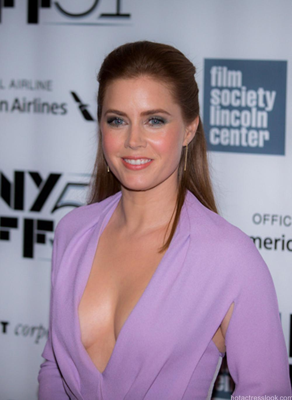Amy adams showing boobs