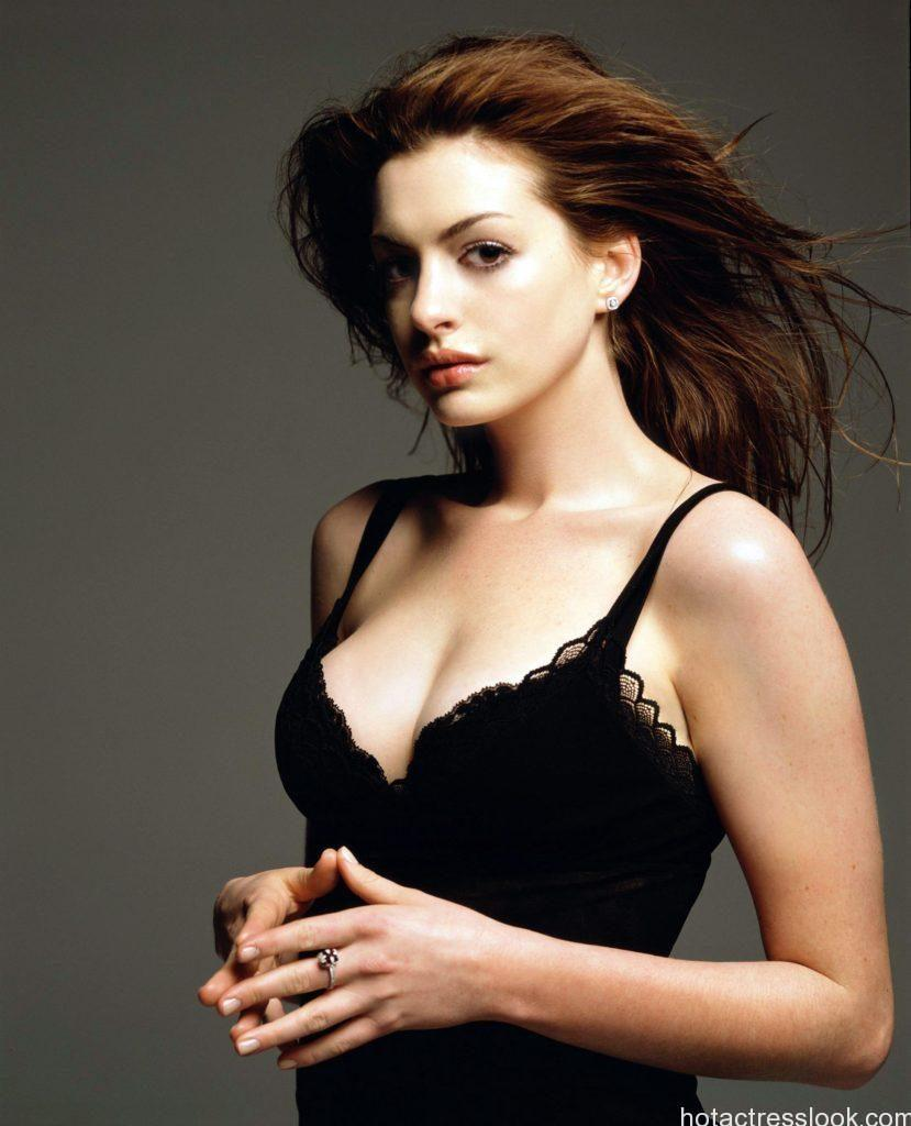 Anne Hathaway Hot in bra penty