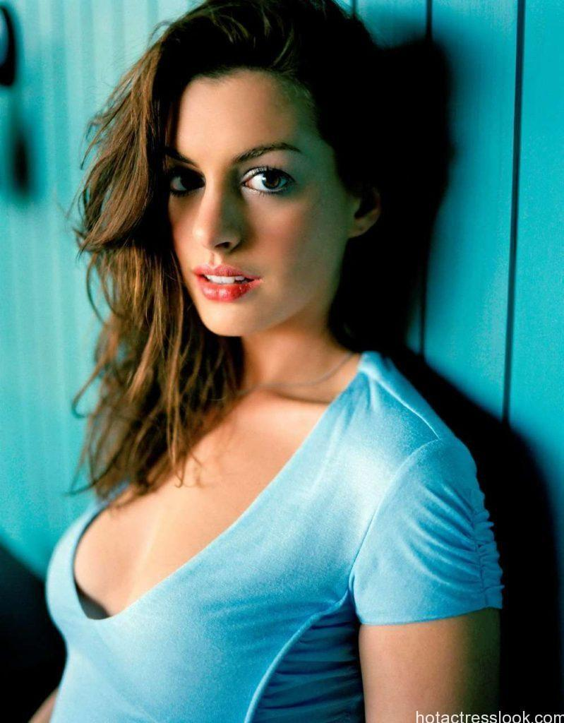 Anne Hathaway Sexy Looking