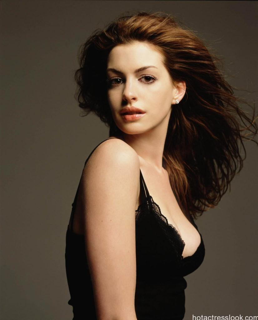 Anne Hathaway hot in bikini HD
