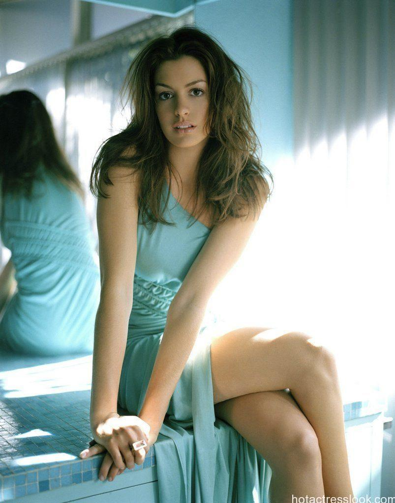 Anne Hathaway hot pic